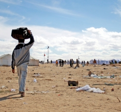 Migrants arrive at a camp at the Libya - Tunisia border. Credit: IRIN/Kate Thomas