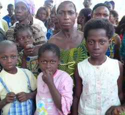 Newly arrived Ivorian women and children await registration in Luguato. Credit: UNHCR/F Lejeune-Kaba