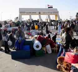 Returnees from Libya at Salloum land Port, the main border crossing point between Egypt and Libya. Credit: IRIN/Amr Emam