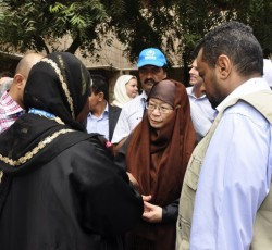 ASG Catherine Bragg meets UNHCR representatives working with IDPs and refugees in Aden, southern Yemen. Credit: OCHA
