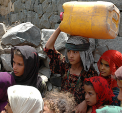 2013, Taiz, Yemen: Young girls collect water in Taiz in Yemen's south-west. The UN is appealing for US$702 million to assist approximately 7.7 million Yemenis affected by violence. Credit: OCHA/Abdulelah Taqi