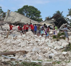 Oct 2013, Bohol, the Philippines: Workers in the town of Loon clear the debris from a church that collapsed in the the 15 October earthquake that struck the southern Philippines island of Bohol. Credit: OCHA/J. Addawe
