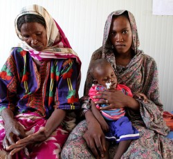 Saïdi Kizeme (left) is Djiddé Zakaria's mother and grandmother to 10-month-old Ahmat who was admitted to the Biltine Therapeutic Nutrition Centre after he became critically ill. Credit: OCHA/Pierre Peron