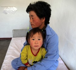 October 2011, Hamhung City, DPRK: A mother and child in the WFP, WHO and UNICEF-supported Provincial Pediatric Hospital in Hamhung City, DPRK. Credit: OCHA/David Ohana