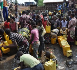 Residents of Bukavu, in South Kivu, queue up to collect water from a clean-water point. Credit: OCHA Bukavu/Philippe Kropf