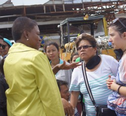 13 November, Philippines: Humanitarian Chief Valerie Amos visits communities affected by Typhoon Haiyan in Tacloban. Tens of thousands of people have lost their homes and are now living in the open or in damaged buildings. Credit: OCHA