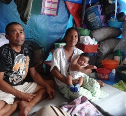 Thousands of families that fled fighting in Zamboanga City in September 2013 are still living in makeshift shelters and tents in overcrowded spaces. Credit: OCHA/Russell Geekie