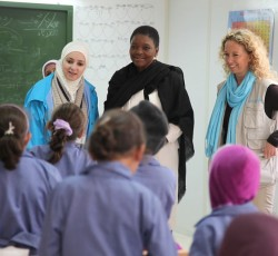 UN humanitarian chief Valerie Amos meets with school children during a visit to Za'atri Refugee Camp. 27 November 2012. OCHA/Nicole Lawrence