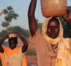 August 2013, Unity State, South Sudan: Women carrying water at the Yida refugee camp in northern South Sudan. Since mid 2011 an estimated 74,000 people have fled violence in Sudan's South Kordofan and arrived Yida. Credit: OCHA