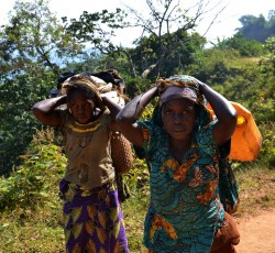 6 June 2013, South Kivu, DRC: These women were forced to flee their homes when a rebel group attacked their village in early June. More than 1,400 families have been displaced by this recent outbreak of fighting in the Mwenga region of South Kivu. Credit: OCHA/Philippe Kropf
