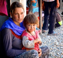 August 2014, Dahuk, Iraq: A Yezidi woman and her daughter. Tens of thousands of people have fled the City of Sinjar escaping advancing armed groups. Credit: UNICEF/Wathiq Khuzaie