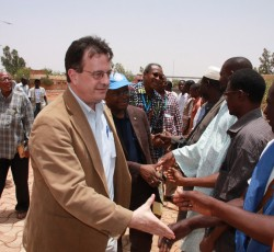 Regional Humanitarian Coordinator visited Mopti, Mali in April 2012. Here, he meets representatives from humanitarian organizations. Credit: UNDP/ Nicolas Meulders