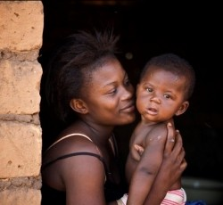 Mother and child in northern CAR. Credit: UNICEF