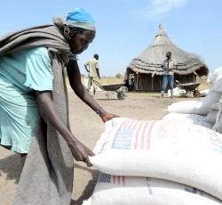 12 January 2012: WFP begins food distribution to internally displaced persons in Pibor, Jonglei State. Credit: Isaac Gideon/UNMISS