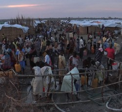 April 2014, Bentiu, South Sudan: An estimated 22,000 people have sought refuge at a UN base on the outskirts of Bentiu town in northern South Sudan, following the killings of hundreds of people. Credit: UN