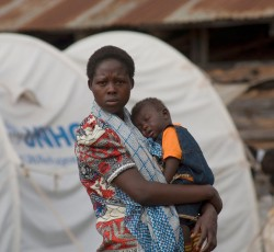 A woman and child at a temporary camp for people displaced by post-election violence in Kenya, 2008. Credit: UNICEF/Georgina Cranston