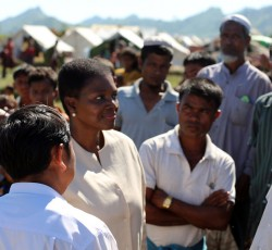 Under-Secretary-General for Humanitarian Affairs Valerie Amos met community leaders at Kyein Ni Pyin camp in Pauktaw, Myanmar, on 5 December. Photo: OCHA/David Ohana.