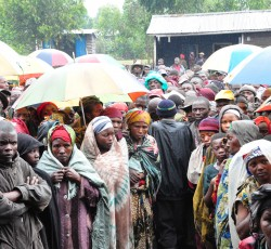 8 August 2012, Democratic Republic of the Congo: Ms. Amos saw hundreds of people queuing up to receive food and other relief items. She also visited a health centre where over 140 people are treated every day. Credit: OCHA/Imane Cherif