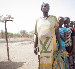 Sudanese refugees wait for food distribution at a refugee site in Upper Nile state, South Sudan. Credit: WFP/Anna Gudmunds