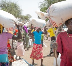 Food distribution at refugee site in Upper Nile State, South Sudan. Credit: WFP/Ahnna Gudmunds