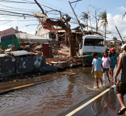 9 Nov, Philippines: People in Tacloban City, one of the worst affected areas. Water, sanitation and hygiene, food, medicine, shelter, debris clearance and communications are among the immediate priorities. Credit: UNICEF
