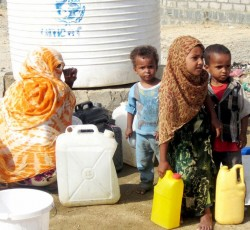 Scarce water resources threaten the health of the population, particularly children. Lack of water supplies disrupts education, particularly for young girls, who are forced out of schools to make long journeys to fetch water. Credit: Yemen Humanitarian Communication Network